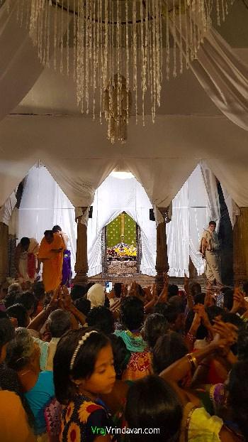 Pilgrims-at-Radha-Raman-Mandir